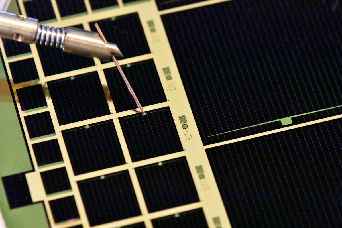 MicroLink's high-efficiency triple-junction IMM ELO solar cells being tested.